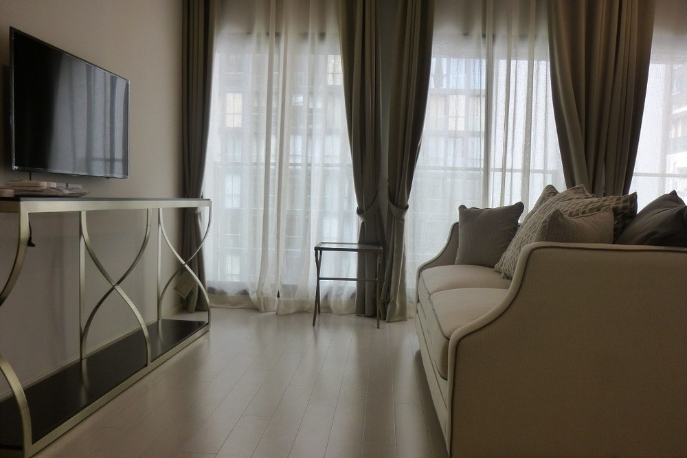 Noble Ploenchit - В аренду: Кондо c 1 спальней возле станции BTS Phloen Chit, Bangkok, Таиланд   Ref. TH-SVFWJKKD