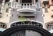 For Sale 4 Beds タウンハウス in Bang Na, Bangkok, Thailand