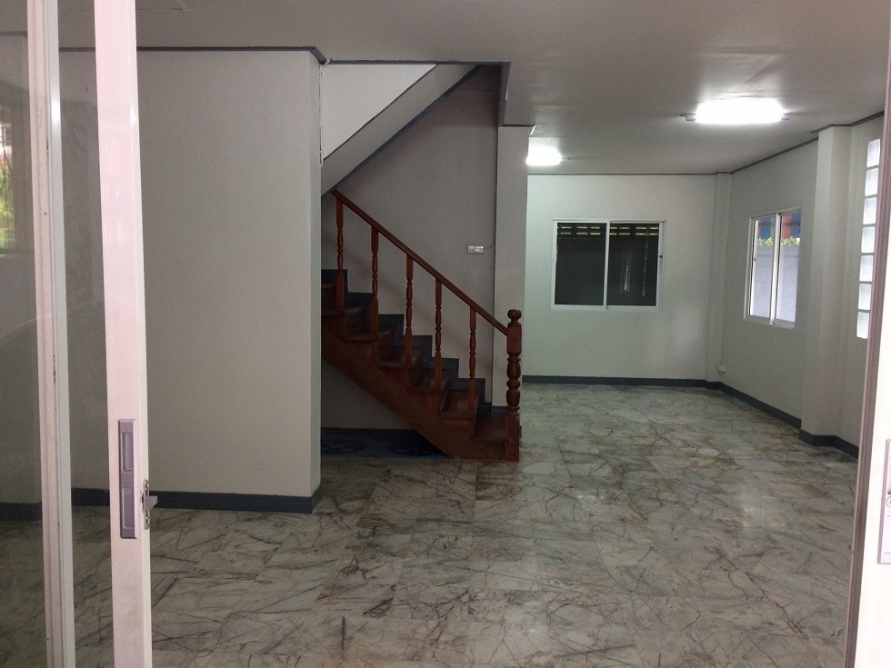 For Sale or Rent 3 Beds タウンハウス in Mueang Pathum Thani, Pathum Thani, Thailand   Ref. TH-POLPKPIP