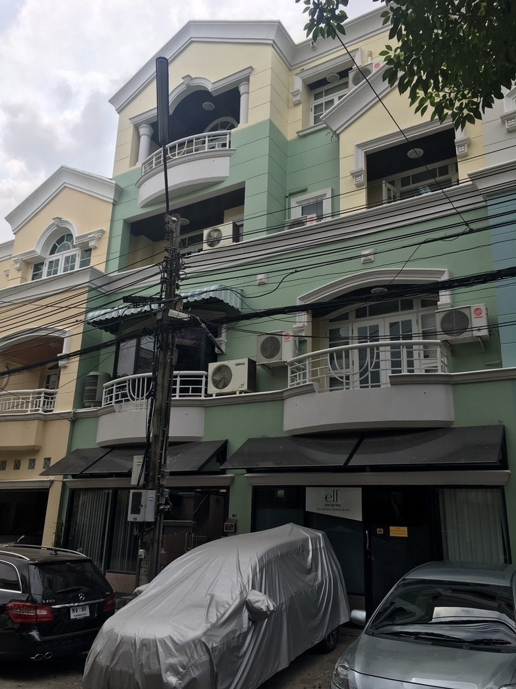 For Sale 4 Beds Townhouse in Lak Si, Bangkok, Thailand   Ref. TH-XCQCKTYD