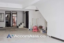 For Sale or Rent Shophouse 300 sqm in Bangkok, Central, Thailand