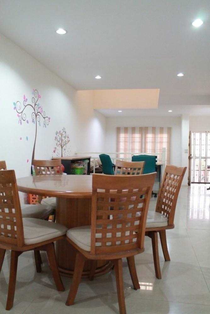 В аренду: Таунхаус с 3 спальнями в районе Mueang Nonthaburi, Nonthaburi, Таиланд | Ref. TH-YVFWWFQT