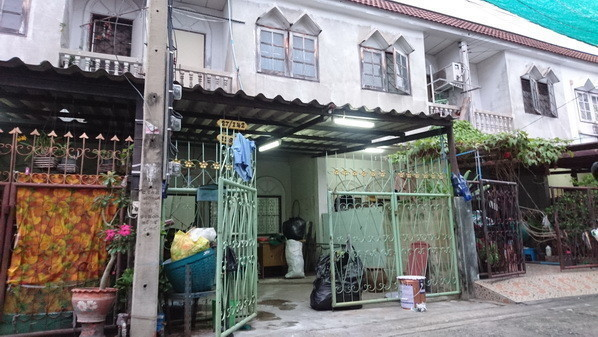 For Sale 2 Beds Townhouse in Bang Sue, Bangkok, Thailand | Ref. TH-KWZCHRAD