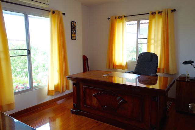 For Sale 3 Beds House in San Kamphaeng, Chiang Mai, Thailand | Ref. TH-GMFKAIIE