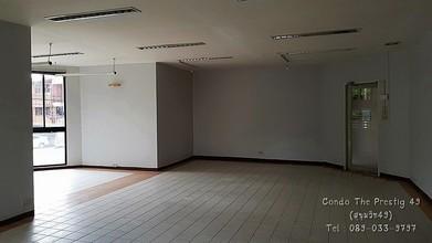ตั้งอยู่บริเวณพื้นที่เดียวกัน - วัฒนา กรุงเทพฯ