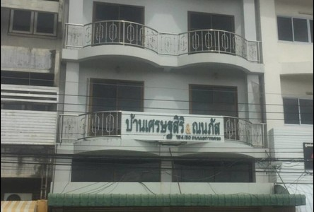 For Rent 9 Beds Shophouse in Mueang Phitsanulok, Phitsanulok, Thailand