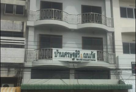 В аренду: Шопхаус с 9 спальнями в районе Mueang Phitsanulok, Phitsanulok, Таиланд