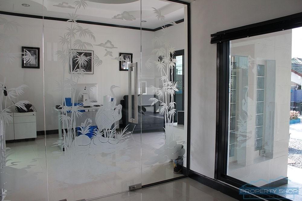 For Sale 4 Beds 一戸建て in Sattahip, Chonburi, Thailand | Ref. TH-ECSNTMRZ