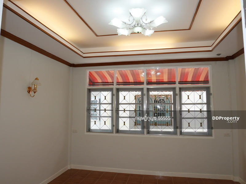For Sale 4 Beds Townhouse in Sai Mai, Bangkok, Thailand | Ref. TH-CIPSHEBU
