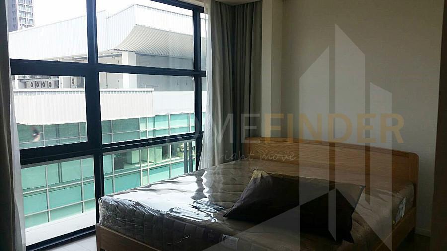 MODE Sukhumvit 61 - Продажа: Кондо с 2 спальнями возле станции BTS Ekkamai, Bangkok, Таиланд | Ref. TH-GXGEWJNB