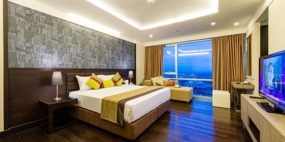 Jasmine Grande Residence - В аренду: Кондо с 3 спальнями в районе Khlong Toei, Bangkok, Таиланд | Ref. TH-ORGVFOYX