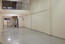 For Rent 5 Beds Shophouse in Mueang Nakhon Pathom, Nakhon Pathom, Thailand