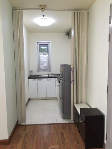 Sukhumvit Plus - В аренду: Кондо c 1 спальней возле станции BTS Phra Khanong, Bangkok, Таиланд | Ref. TH-SNOTFXKA