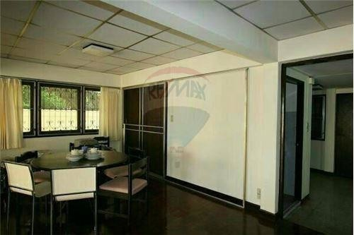 For Sale 3 Beds Townhouse in Khlong Toei, Bangkok, Thailand   Ref. TH-APEEVNDA