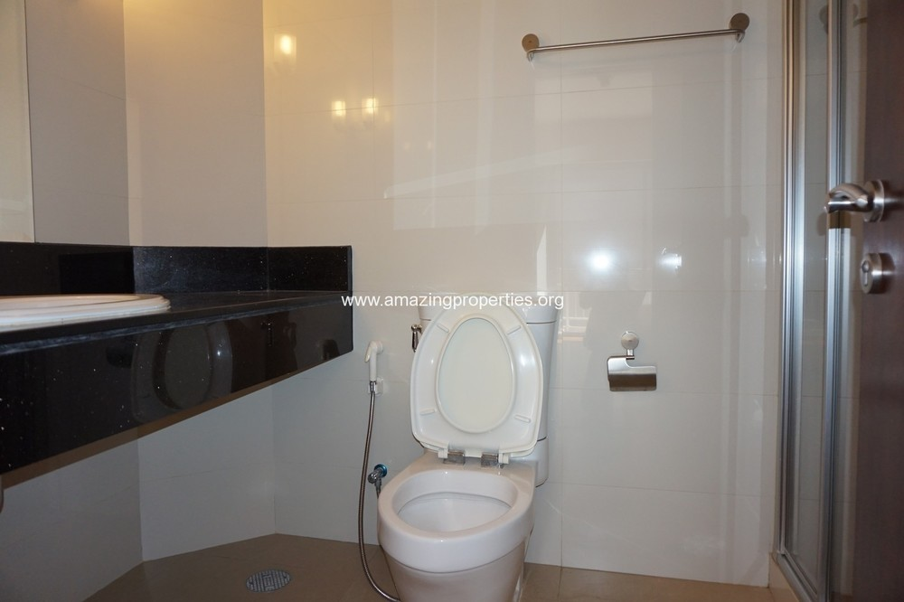 บ้านสุขุมวิท 14 - ให้เช่า คอนโด 3 ห้องนอน ติด BTS อโศก | Ref. TH-ZVMTHFBC