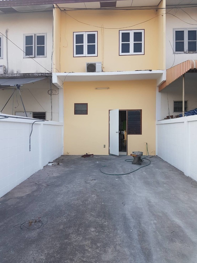ขาย หรือ เช่า ทาวน์เฮ้าส์ 2 ห้องนอน ศรีราชา ชลบุรี   Ref. TH-MGNTQIMU
