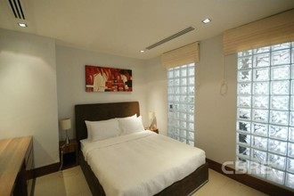 Located in the same building - Pearl of Naithon