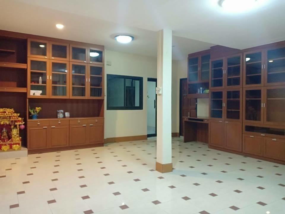 Продажа: Дом с 7 спальнями в районе Bang Phli, Samut Prakan, Таиланд | Ref. TH-GQWJOGDA