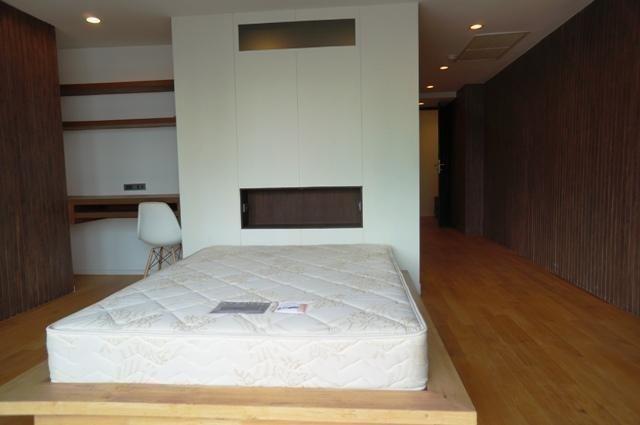 Sukhumvit House - В аренду: Кондо с 2 спальнями возле станции MRT Sukhumvit, Bangkok, Таиланд | Ref. TH-LQWMLIUA