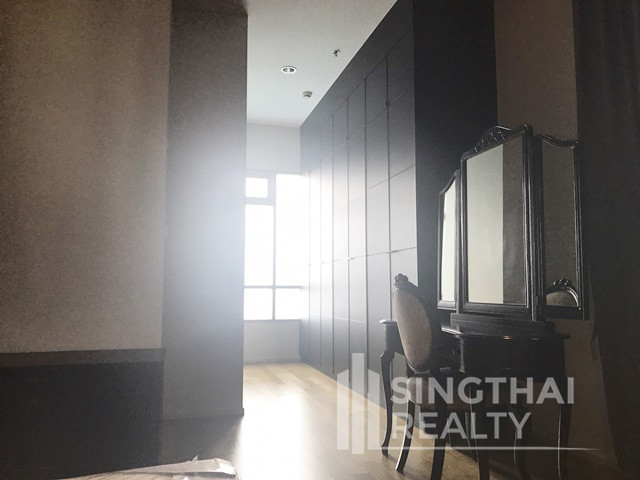 the madison   for rent 3 beds condo near bts phrom phong