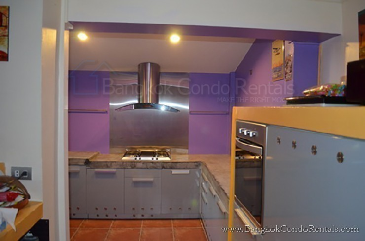 For Sale or Rent 3 Beds タウンハウス in Khlong Toei, Bangkok, Thailand | Ref. TH-PWJNYFQF