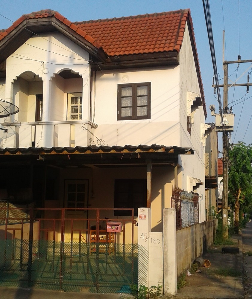 For Sale or Rent 2 Beds タウンハウス in Khlong Luang, Pathum Thani, Thailand | Ref. TH-JSZKEAQR