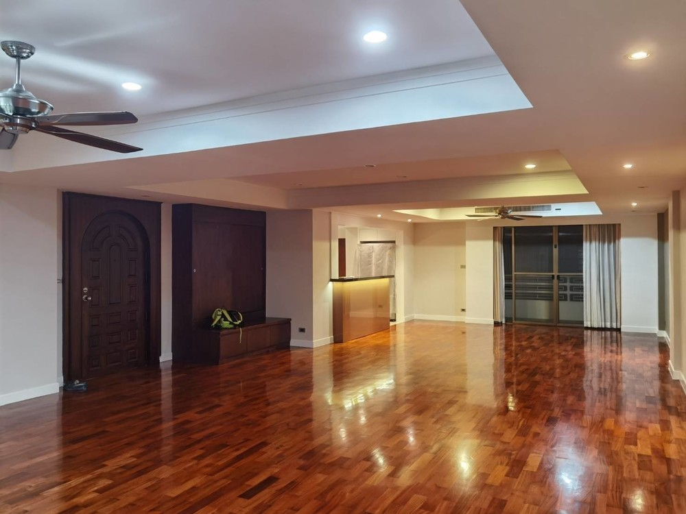 Phirom Garden Residence - For Rent 4 Beds Condo Near BTS Phrom Phong, Bangkok, Thailand | Ref. TH-KRUVZREF