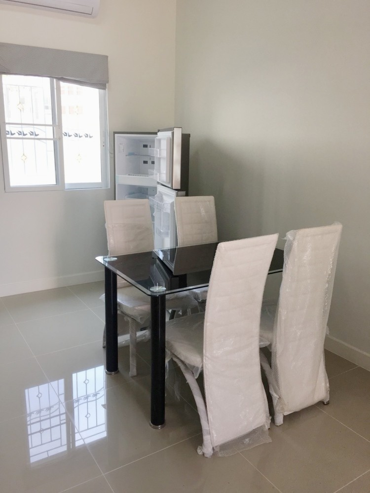 For Sale 3 Beds タウンハウス in Bang Lamung, Chonburi, Thailand | Ref. TH-NNIDYYPF