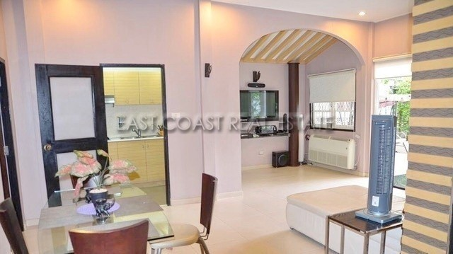For Sale 3 Beds House in Bang Lamung, Chonburi, Thailand | Ref. TH-NPQIYHYX