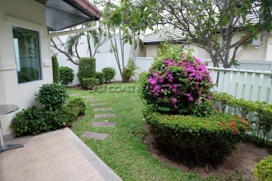 For Rent 3 Beds House in Bang Lamung, Chonburi, Thailand | Ref. TH-LQSNPJOG