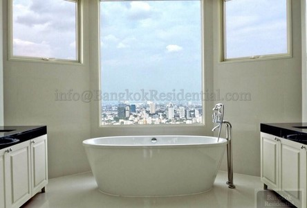 For Sale 5 Beds Condo in Watthana, Bangkok, Thailand