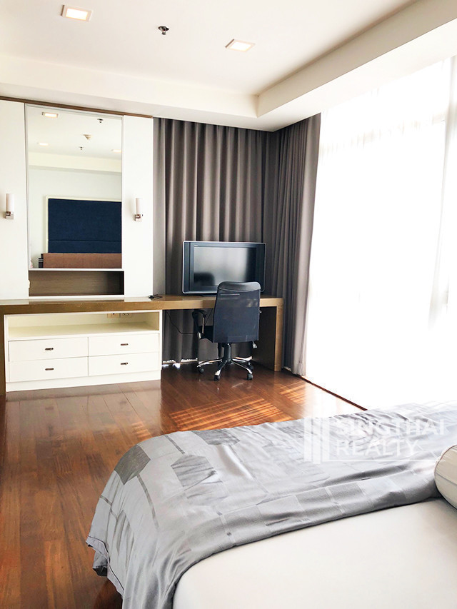 Nusasiri Grand - For Rent 3 Beds Condo Near BTS Ekkamai, Bangkok, Thailand | Ref. TH-WQSDGVSB