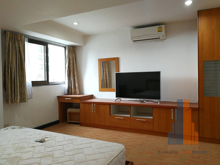 Royal Castle - В аренду: Кондо с 4 спальнями возле станции BTS Phrom Phong, Bangkok, Таиланд | Ref. TH-KRQWRDSO