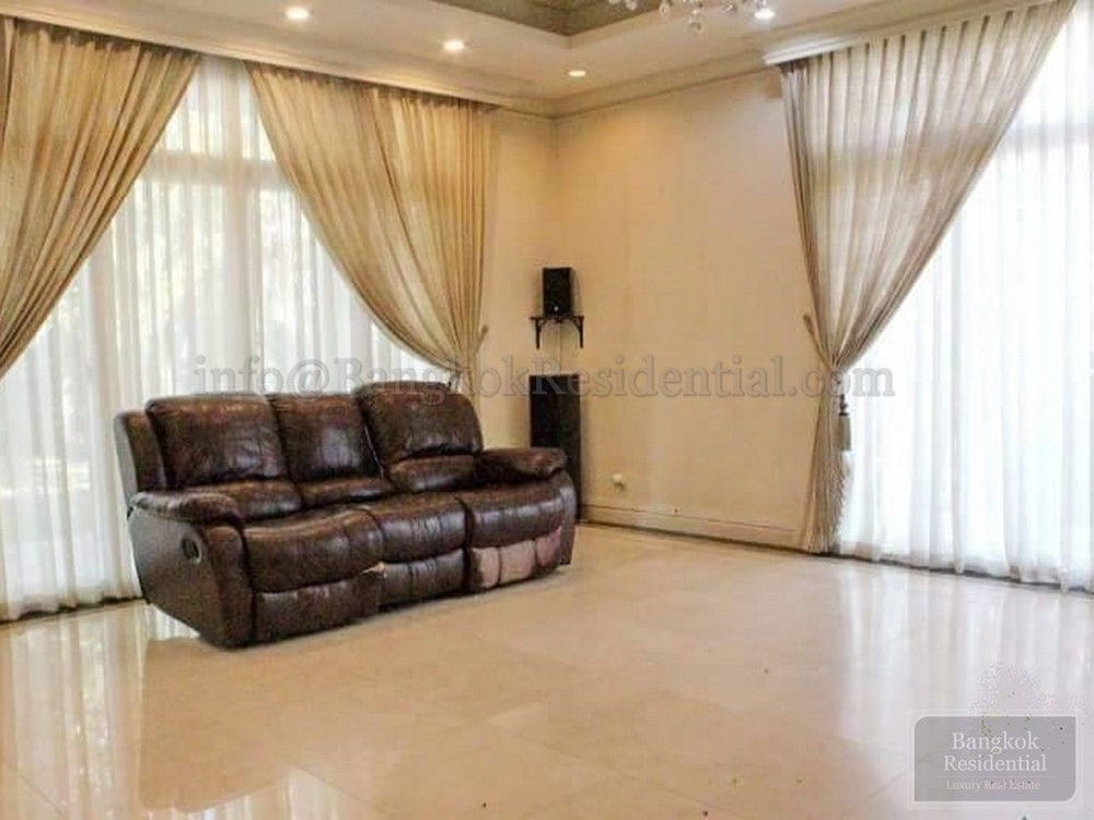 For Sale 5 Beds 一戸建て in Suan Luang, Bangkok, Thailand | Ref. TH-KWIECZXL