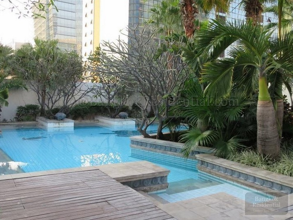 Athenee Residence - For Rent 4 Beds Condo Near BTS Phloen Chit, Bangkok, Thailand | Ref. TH-THMRZURB