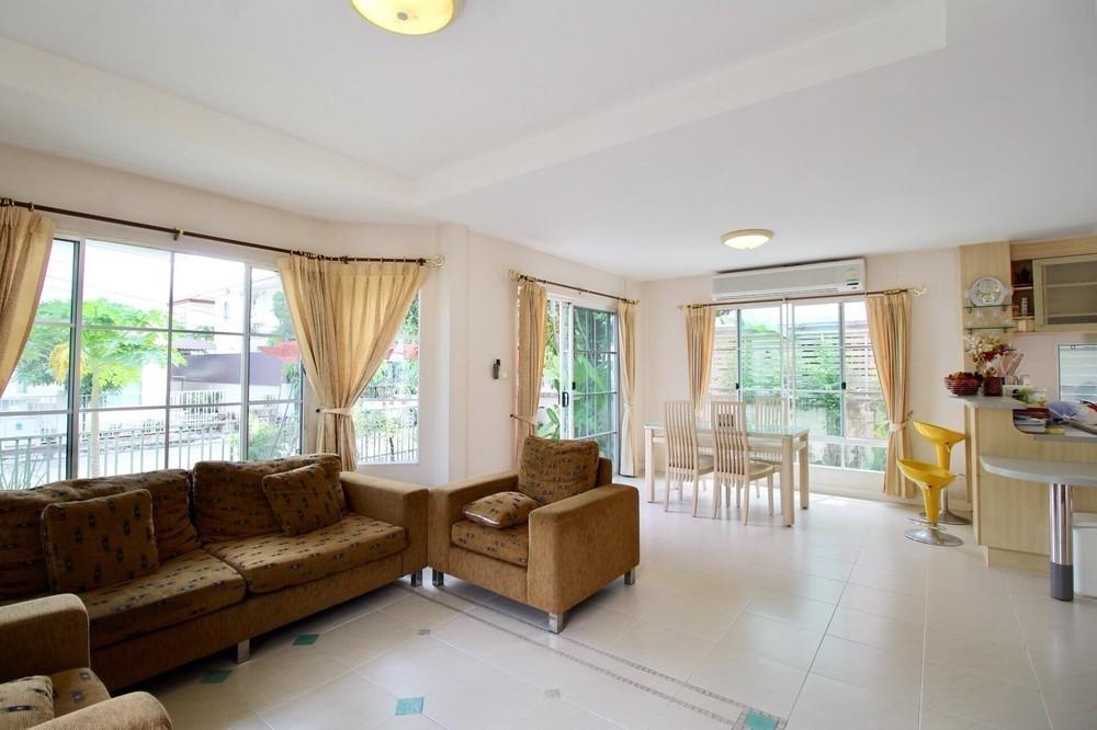 For Sale 3 Beds House in Bang Phli, Samut Prakan, Thailand   Ref. TH-QQVJFSGT