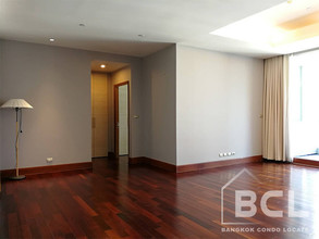 Located in the same area - Sky Villas Sathorn