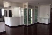В аренду: Жилое здание 4 комнат в районе Watthana, Bangkok, Таиланд