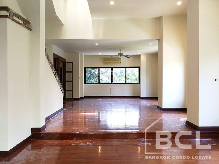 For Rent 4 Beds Townhouse in Watthana, Bangkok, Thailand | Ref. TH-VURTBQLH