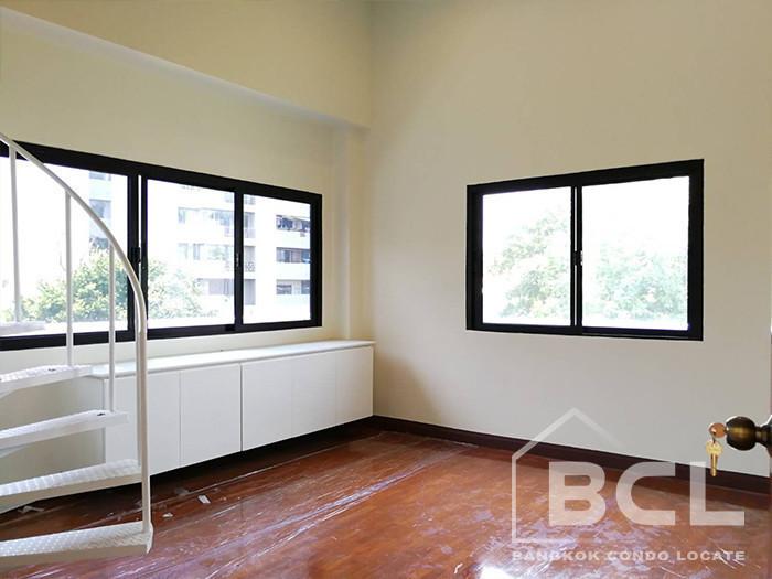 For Rent 4 Beds Townhouse in Watthana, Bangkok, Thailand | Ref. TH-VURTBQLH