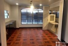 For Rent 3 Beds Townhouse in Phaya Thai, Bangkok, Thailand