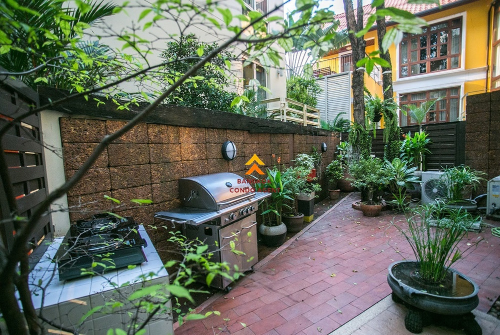 For Sale 4 Beds Townhouse in Sathon, Bangkok, Thailand | Ref. TH-XKFPGXSN