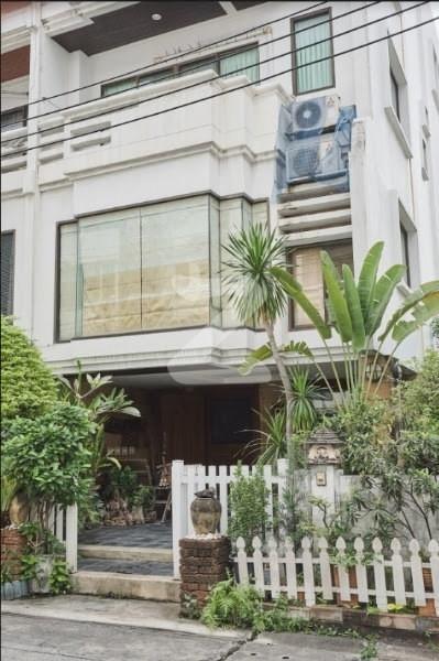 ขาย ทาวน์เฮ้าส์ 4 ห้องนอน สาทร กรุงเทพฯ | Ref. TH-JTSTCNCA