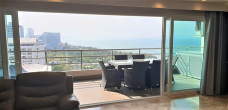 Located in the same building - View Talay 3