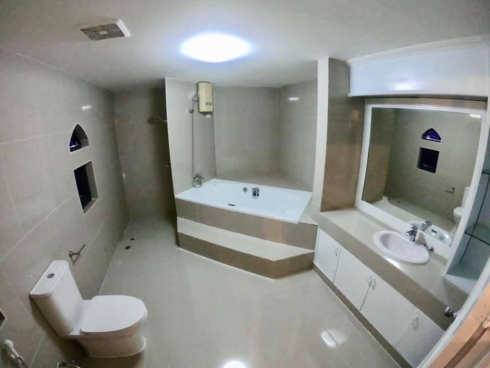 For Rent 3 Beds Townhouse in Watthana, Bangkok, Thailand | Ref. TH-NDNAZRZW