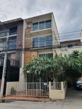 В том же районе - Lat Phrao, Bangkok