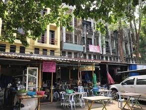 ตั้งอยู่บริเวณพื้นที่เดียวกัน - เมืองปราจีนบุรี ปราจีนบุรี