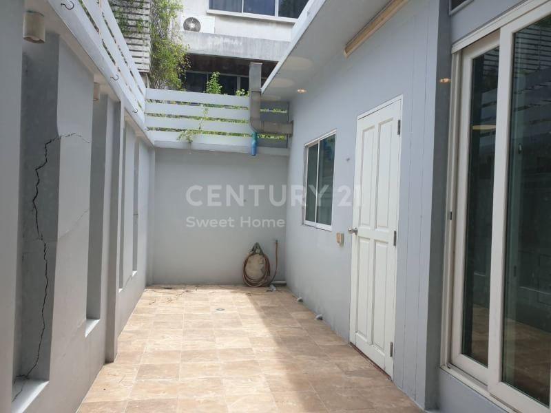 For Sale 3 Beds Townhouse in Khlong Toei, Bangkok, Thailand | Ref. TH-XGDCKJVE