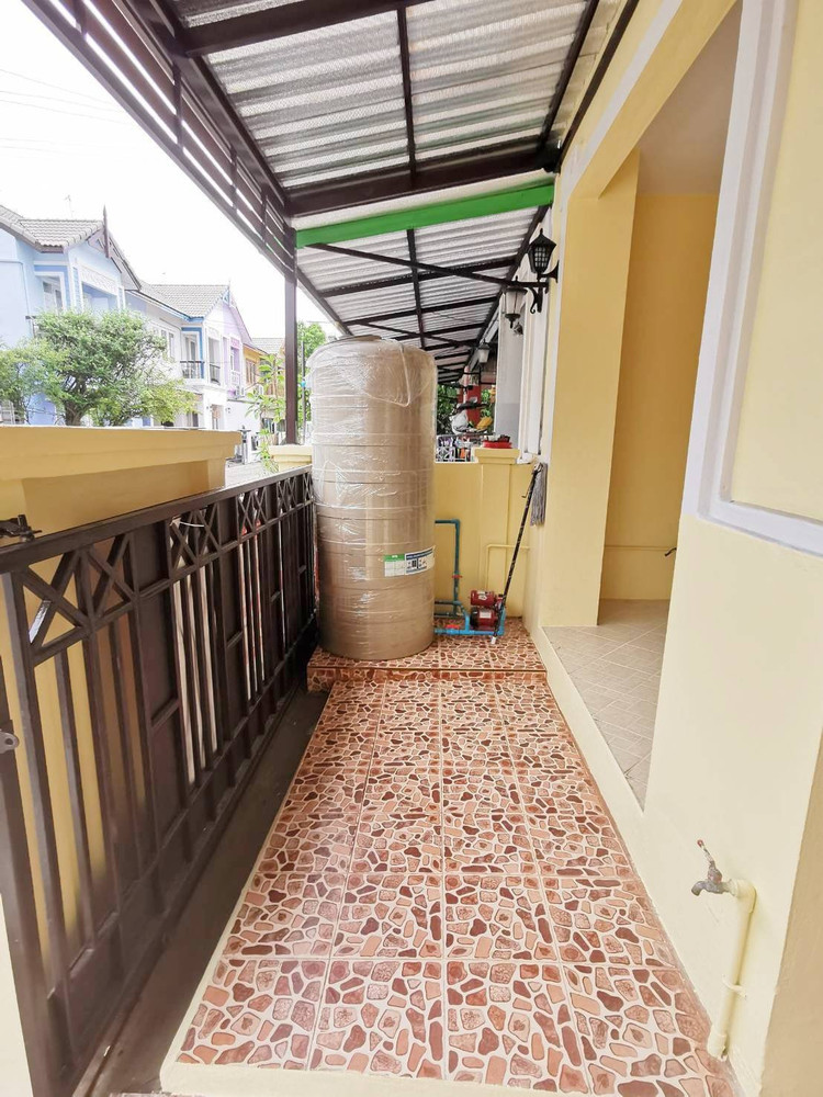 For Sale 3 Beds タウンハウス in Lam Luk Ka, Pathum Thani, Thailand | Ref. TH-QHYCZYIJ