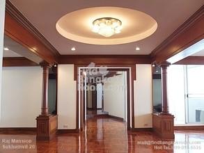 В том же здании - Raj Mansion